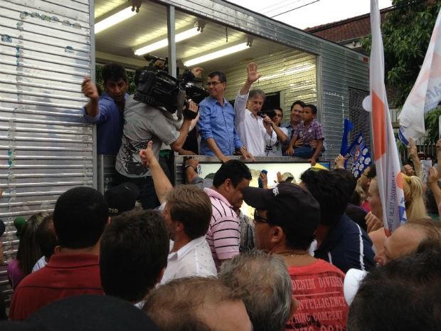 Edgar Bueno se reuniu com os eleitores na sede do comitê de campanha (Foto: Adriana Calicchio/RPC TV)