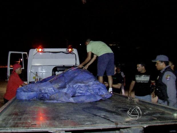 Égua da PM morreu após levar um choque em gramado perto da Arena Pantanal. (Foto: Reprodução/ TVCA)
