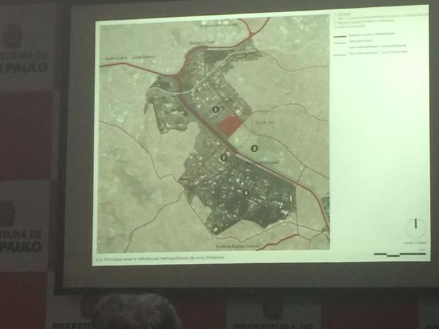 Haddad assistiu à apresentação da proposta feita por representante do Urbem (Foto: Will Soares/G1)