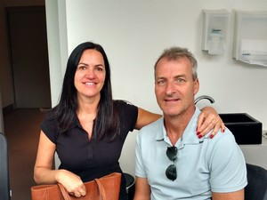 César Martin, diagnosticado com ELA, e a mulher, Jaqueline Martin (Foto: Andréa Araújo/IPG)