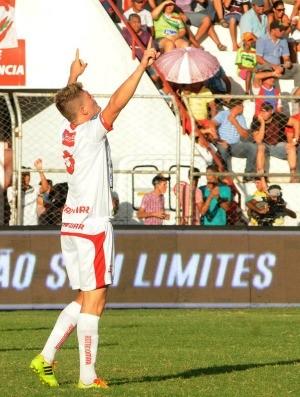 Salgueiro x Sport aylton alemão (Foto: Aldo Carneiro / Pernambuco Press)