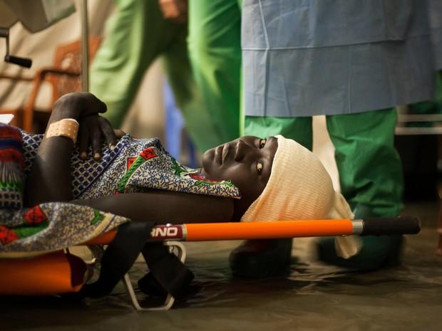 Segundo a organização Médicos Sem Fronteiras, a fístula obstétrica é negligenciada por médicos porque a cirurgia de correção é difícil e não remunera bem (Foto: Isabel Corthier/MSF)