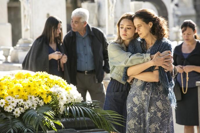 Helô e Cândida sofrem com a perde de Jorge (Foto: Raphael Dias/Gshow)