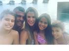 Vítor Belfort e Joana Prado curtem férias em família