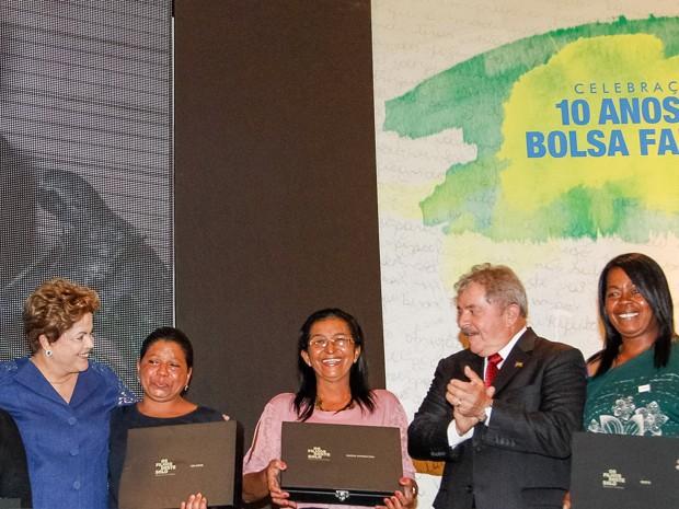 Lula participa ao lado da presidente Dilma Rousseff de comemoração pelos 10 anos do Bolsa Família (Foto: Roberto Stuckert Filho/PR)