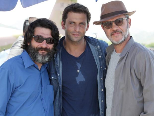Cesar Troncoso, Henri Castelli e Jean Pierre (Foto: Flor do Caribe / TV Globo)