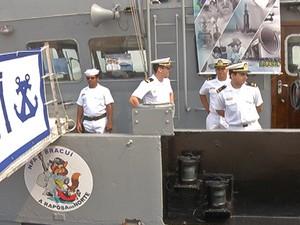 Marinheiros disponiveis para recepcionar os visitantes (Foto: Reprodução/Tv Tapajós)