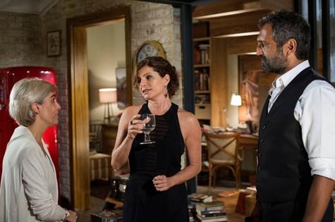 Marisa Amenta conversa com Debora Bloch e Domingos Montagner (Foto: Divulgação)