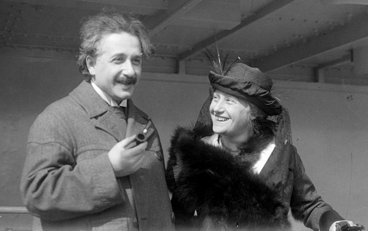 Albert Einstein e sua esposa, Elsa (FOTO: WIKIMEDIA COMMONS)