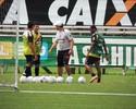 Separados, quatro jogadores treinam finalizações no Figueirense nesta 6ª