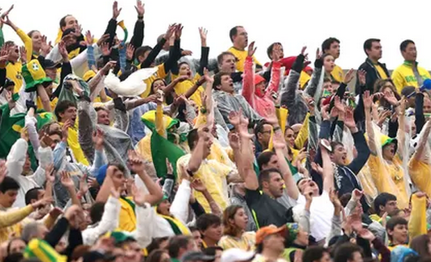 Torcida fervorosa durante jogo (Foto: Globo Esporte)