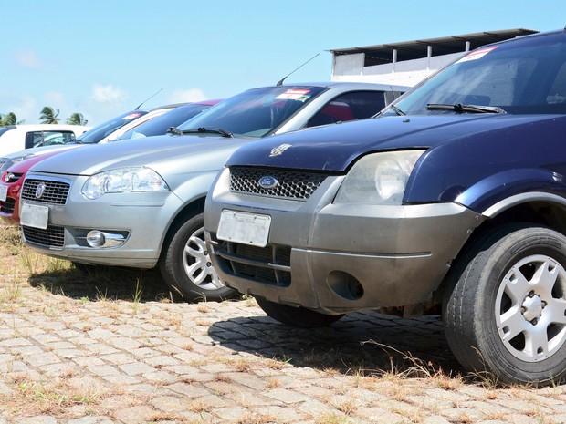 Imagem mostra carros que vão a leilão na quinta-feira (9) em Mossoró (Foto: Detran/Divulgação)