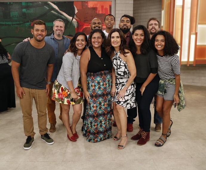 Convidados do dia com a apresentadora nos bastidores  (Foto: Raphael Dias/Gshow)
