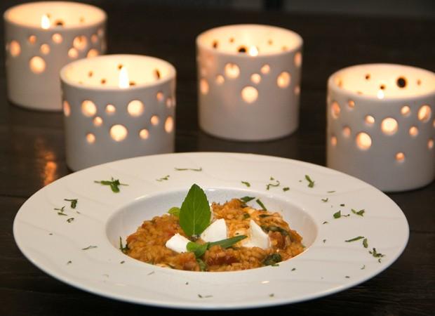 Risoto de tomate e manjeirição com mussarela de búfala preparado pela chef mirim Ivana Coelho (Foto: Marcos Rosa/Editora Globo)