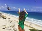 Paula Fernandes sensualiza em Pipa, no Rio Grande do Norte: 'Sem limites'