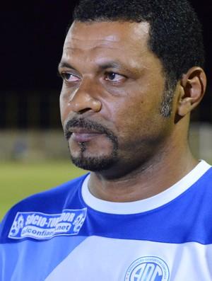 Nadélio Rocha, técnico do Confiança (Foto: João Áquila, GLOBOESPORTE.COM)