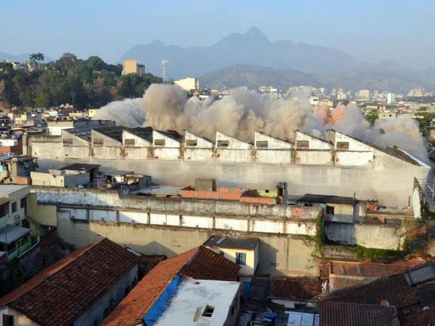 O entorno da região da antiga fábrica foi interditado ao trânsito (Foto: Divulgação Prefeitura)