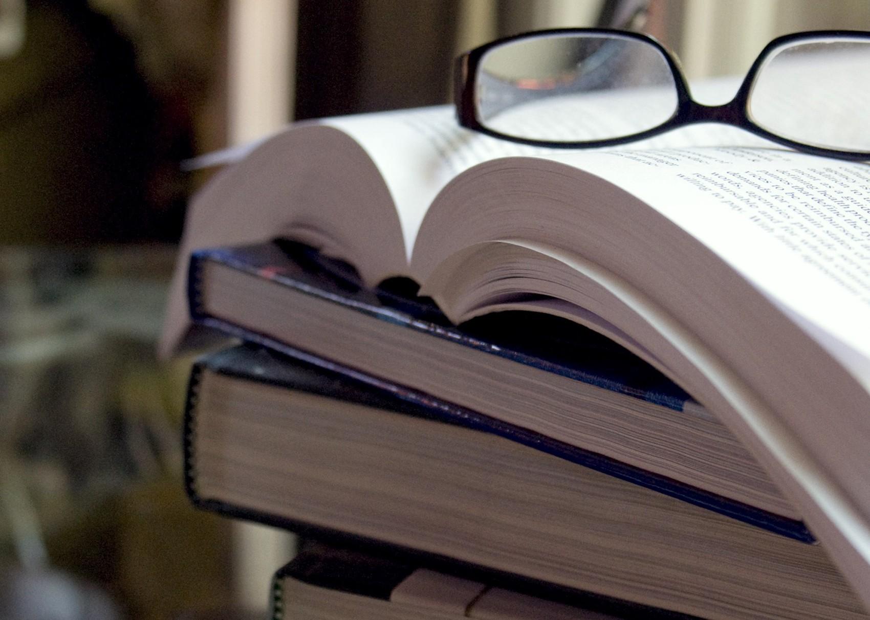Amelia Gonzales dá dicas de livros para serem lidos em 2017
