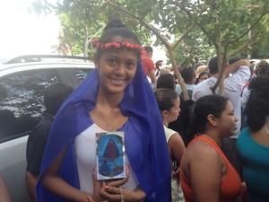 Tamile Ruane, de 18 anos, foi vestida de Nossa Senhora aparecida para o Círio (Foto: Dyepeson Martins/G1)