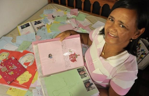 Professora de Goiás reúne mais de mil cartas recebidas durante 28 anos de carreira (Foto: Adriano Zago/G1)