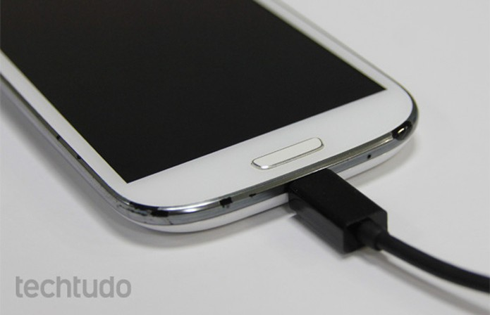 Celular-carregando1 (Foto: TechTudo)