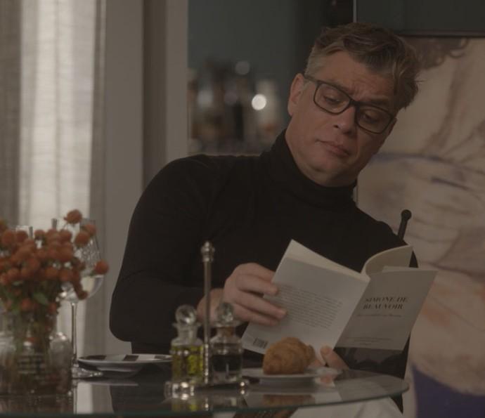 Arthur cria clima parisiense em casa (Foto: TV Globo)