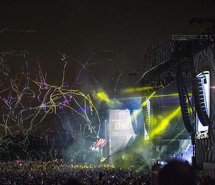 Show de cores da apresentação do Jack Ü empolga o público (Foto: Raphael Dias/Gshow)
