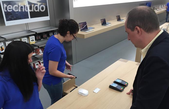Primeiro comprador na Appe Store de São Paulo (Foto: Fabrício Vitorino/TechTudo)