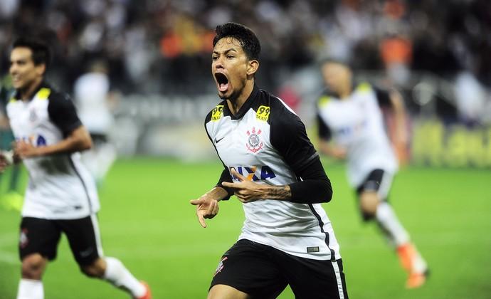Lucca comemora gol do Corinthians (Foto: Marcos Ribolli)