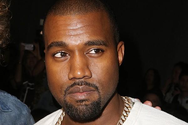"""Kanye West é famosíssimo por seu talento - e suas declarações polêmicas. Durante um show em Londres, o rapper disse: """"Eu quero ir ao cinema sem ter trinta filhos da p-ta me seguindo. Todos aqui gostam de sexo, certo? Sexo é ótimo quando vocês e seus parceiros estão tipo 'Isso é o que nós dois queremos fazer'. Mas se uma das duas partes não quiser, como é que isso se chama? Estupro. Chama-se violação"""". (Foto: Getty Images)"""