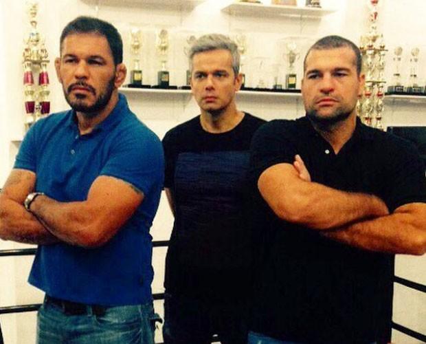 Maurício Shogun e Rodrigo Minotauro ao lado do apresentador Otaviano Costa do Vídeo Show  (Foto: Reprodução/Redes Sociais)
