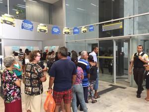 Vigilantes voltam ao trabalho nas agências bancárias de Maceió (Foto: Paula Nunes/G1)