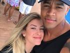 Léo Santana nega noivado com Lorena Improta: 'Anel de compromisso'