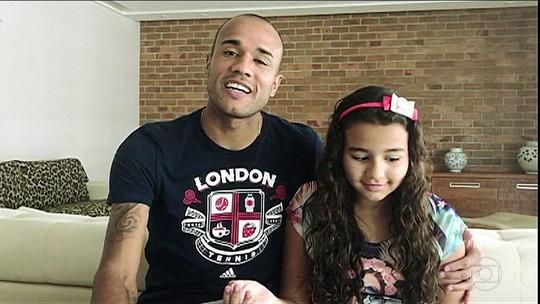 Roger e a filha Giulia fazem homenagem a Luis Roberto
