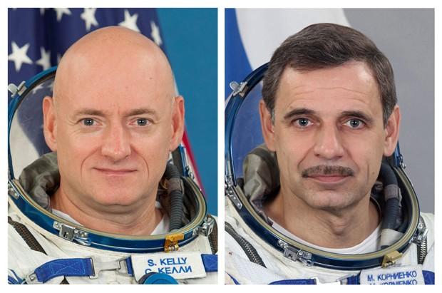 Foto mostra o astronauta americano Scott Kelly (esq.) e o cosmonauta russo Mikhail Kornienko: eles passarão um ano no espaço  (Foto: AP Photo/Gagarin Cosmonaut Training Center via NASA)