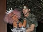 Casal real: Christina Aguilera e Matthew Rutler curtem Halloween