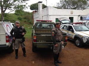 PMs fazem segurança de CTG em Santana do Livramento após incêndio (Foto: Estêvão Pires/G1)