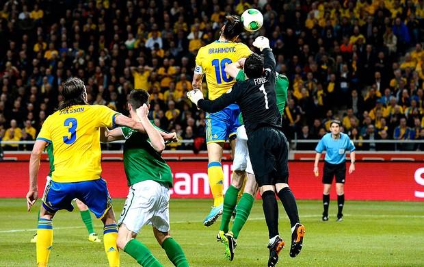 Ibrahimovic jogo Suécia e Irlanda  (Foto: AFP)
