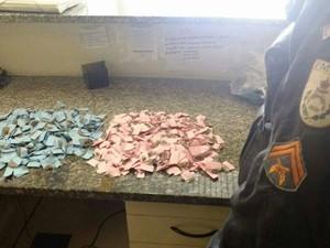 Droga foi apreendido com suspeitos no conjunto Terra Nova (Foto: Divulgação / PM)