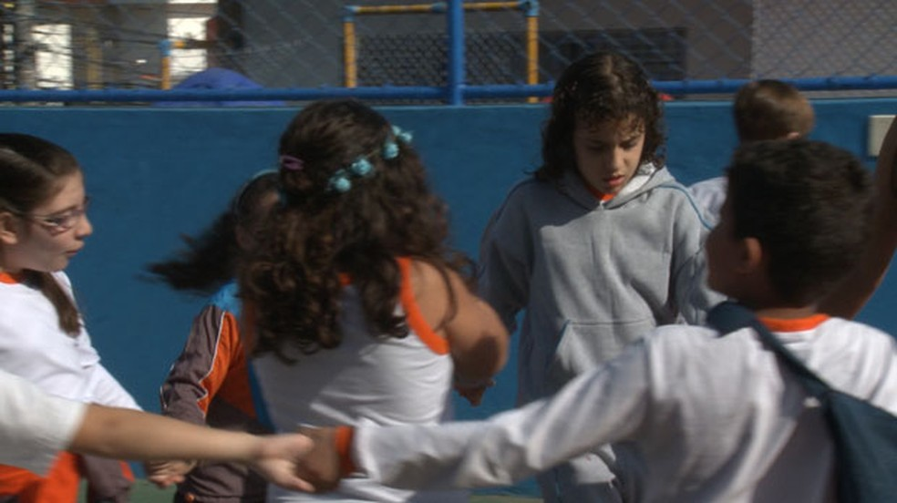 Mariana (ao centro)  tem autismo e estuda em uma escola comum de São Paulo.  (Foto: Giaccomo Voccio )