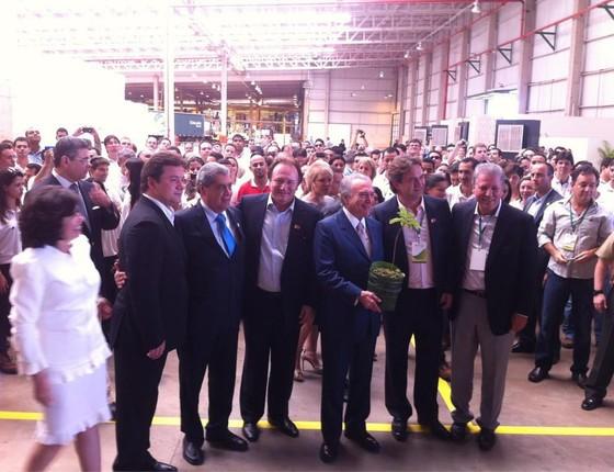 Michel Temer e os irmãos Joesley e Wesley Batista em inauguração de fábrica da Eldorado em dezembro de 2012 (Foto: Reprodução/ Twitter/ Rodrigo Rocha Loures)