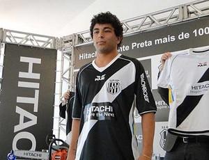 Luan é apresentado como reforço da Ponte Preta (Foto: Cláudia Borges/PontePress)