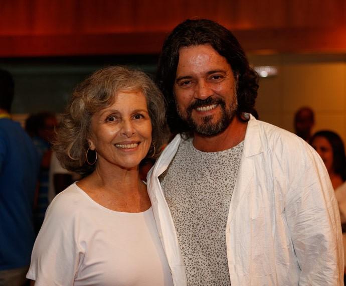 Mãe e filho em primeira fase, Irene Ravache e Felipe Camargo posam juntos (Foto: Ellen Soares/Gshow)