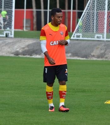 Diogo Mateus lateral do Vitória (Foto: Francisco Galvão / Divulgação / E.C. Vitória)