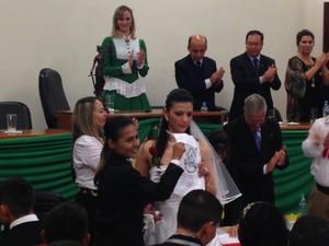 Vinte e oito casais trocam alianças e oficializam a união (Foto: Estevão Pires/G1)