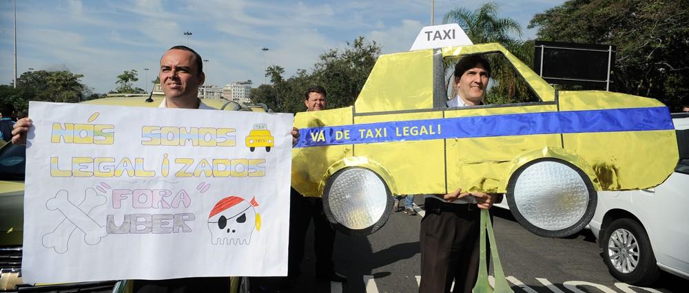 Protesto de taxistas contra o Uber no Rio de Janeiro (Foto: Tânia Rêgo/Agência Brasil)