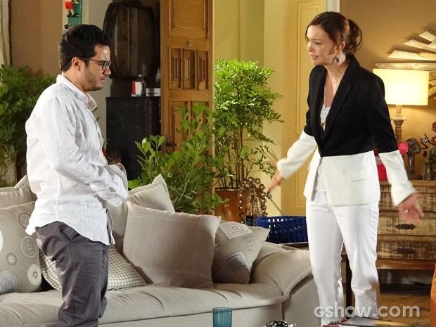 Em casa, Helena discute feio com Felipe  (Foto: Em Família / TV Globo)