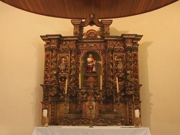 Restauro de retábulo de 1740 deve custar por volta de R$ 47 mil (Foto: Reprodução/TV TEM)
