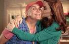 Júlia Lemmertz em momento de carinho com Luiz Ferreira (Foto: Felipe Monteiro / TV Globo)
