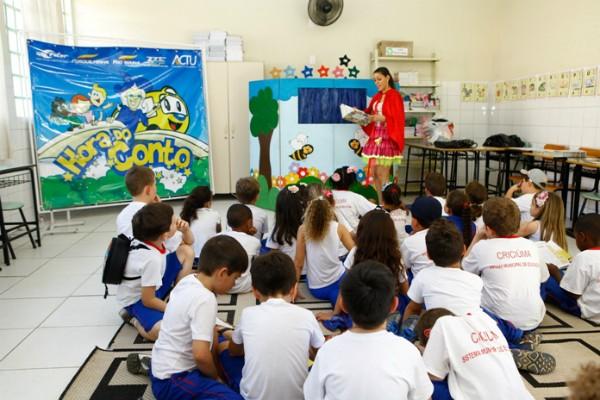 Estudantes de Criciúma participaram de oficinas e pais e professores acompanharam palestras (Foto: Maykol Cardoso/Divulgação)